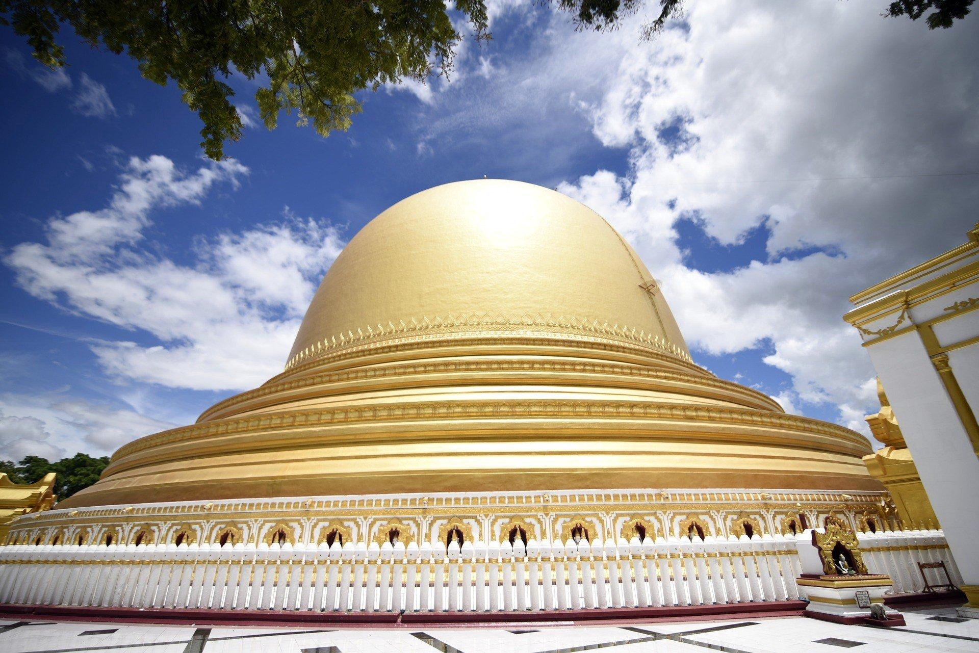 Kaunghmudaw Pagoda in Sagaing